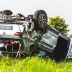 Zu schnell bei Starkregen unterwegs: Auto überschlägt sich neben A4 nahe Hermsdorf