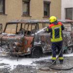 Barkas B1000 brennt in Tannroda lichterloh: Oldtimerfan verletzt sich bei Löschversuchen