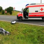 Motorrad auf Landstraße bei Sondershausen übersehen: Biker stürzt und verletzt sich