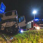 Kleintransporter fährt auf: Unfall mit Schwerlasttransport auf A4 bei Gera