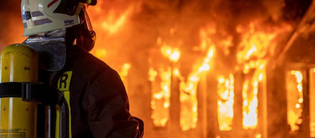 Halle mit Elektroschrott brannte in Erfurt lichterloh – Anwohner unsanft geweckt