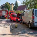 Schwerer Crash in Weimar: Audi kracht mit Transporter im Gegenverkehr zusammen