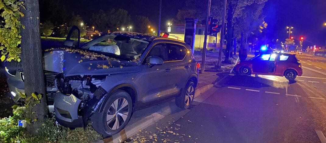 Zwei Verletzte nach Unfall bei Fahrspurwechsel in Erfurt: Hoher Sachschaden